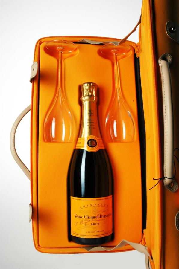 how to pack wine in suitcase