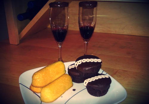 twinkies-wine-chocolate-rim-glasses